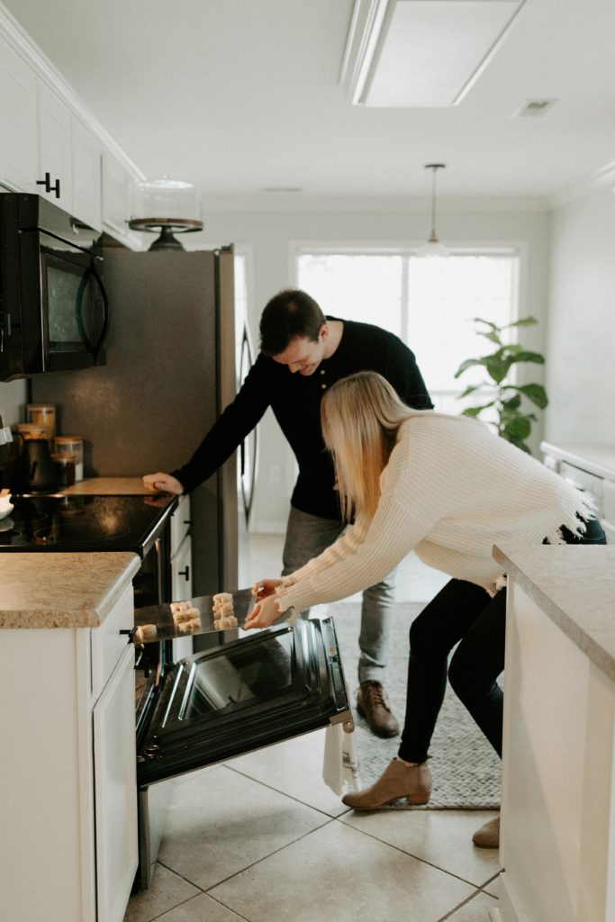 Couple saving energy by using the oven smart